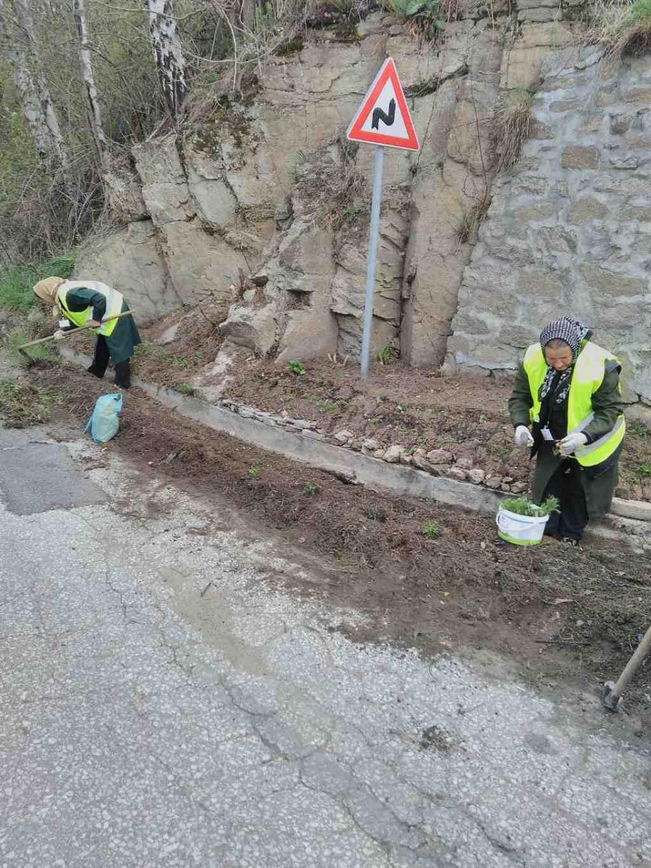 Дейности по отводняване, подравняване на насипи по пътищата и подготовка на площите за озеленяване по населените места